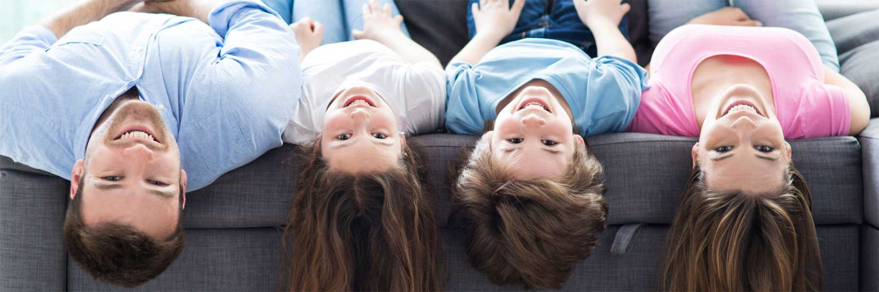 Entspannte und glückliche Familie durch humorvolle Familienberatung von Christina Zehetner